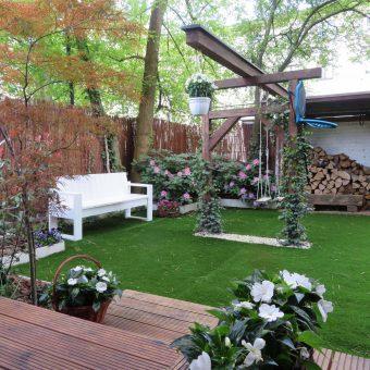 Ogród ze sztucznym trawnikiem